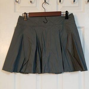 Grey pleated tennis style skirt.